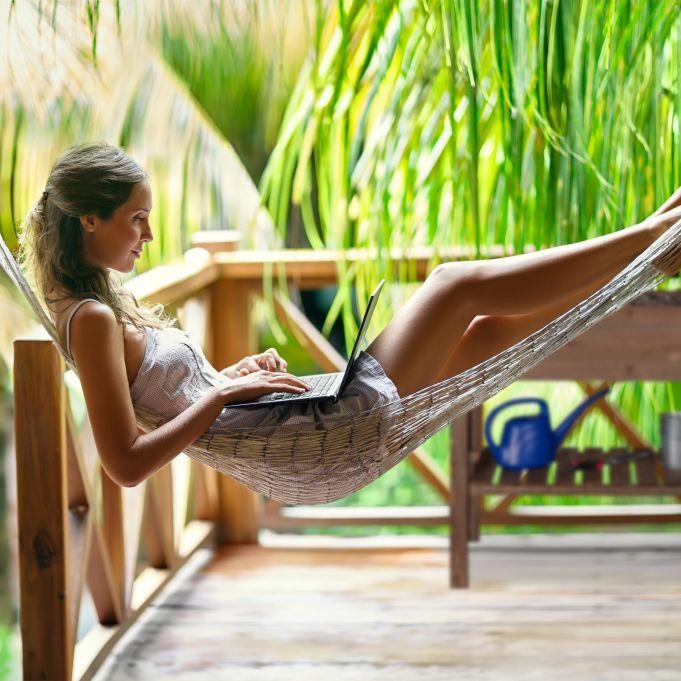 Relaxdays Jardinera de Madera flameada balc/ón terraza y jard/ín bancal de Hierbas en zancos 71 x 100 x 50 cm Incluye l/ámina