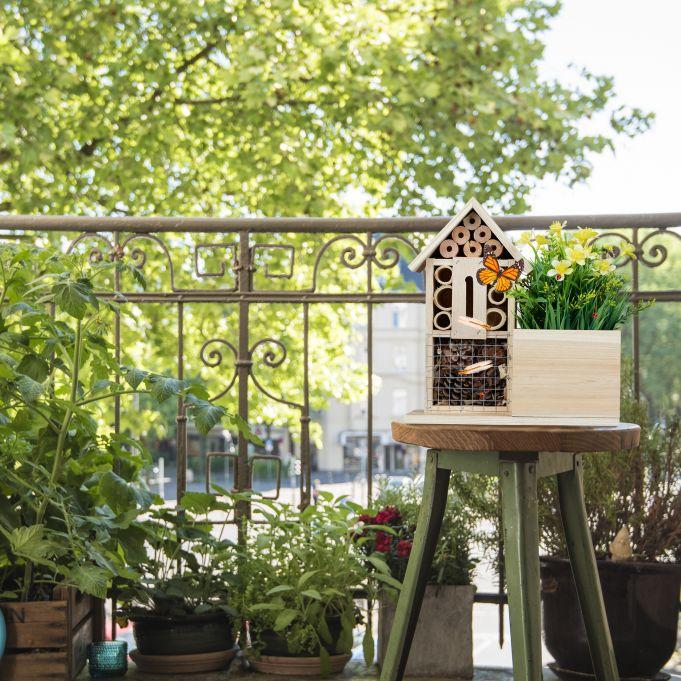 Pot de fleurs Hôtel à insectes en bois2