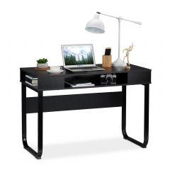 Skrivebord med 3 opbevaringsrum